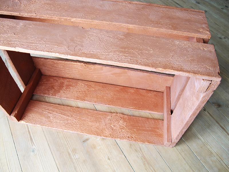 Æblekasserne som blev benyttet til DIY reol