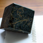 Grøn marmor brevpresser