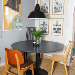 En stol mere rundt om bordet